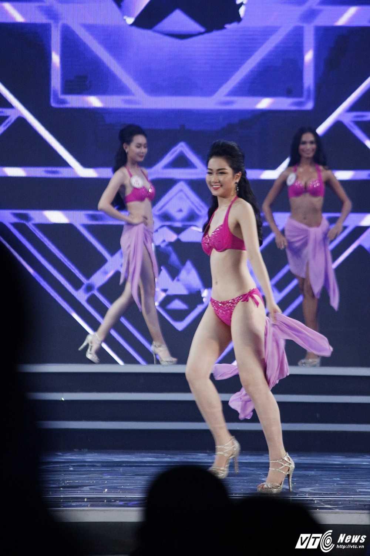 'Bong mat' voi duong cong cua nguoi dep Hoa hau Viet Nam trong phan thi bikini hinh anh 12