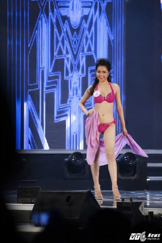 'Bong mat' voi duong cong cua nguoi dep Hoa hau Viet Nam trong phan thi bikini hinh anh 10