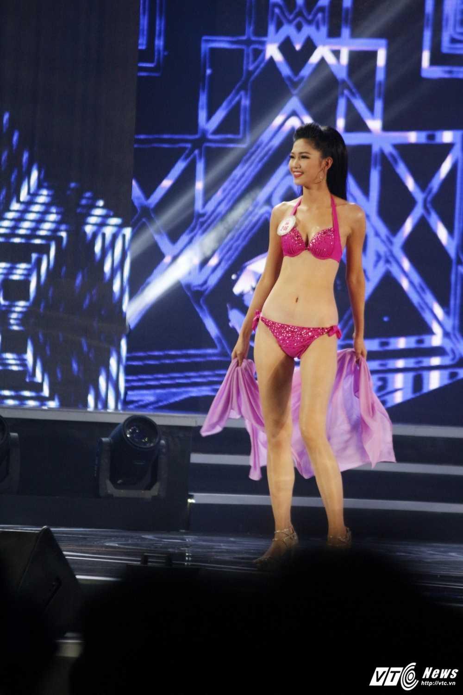 'Bong mat' voi duong cong cua nguoi dep Hoa hau Viet Nam trong phan thi bikini hinh anh 14