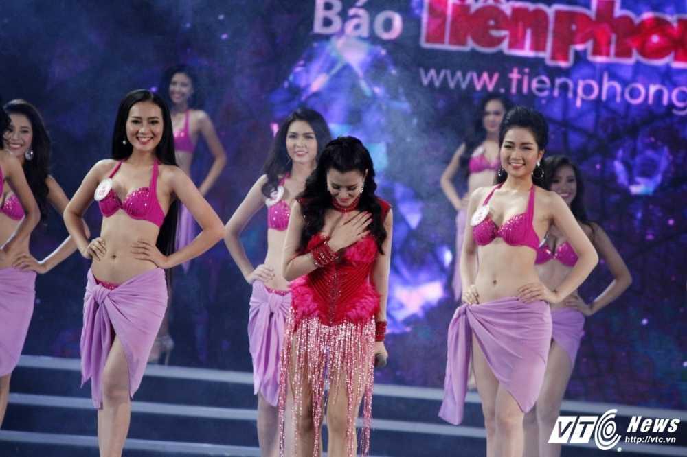 'Bong mat' voi duong cong cua nguoi dep Hoa hau Viet Nam trong phan thi bikini hinh anh 22