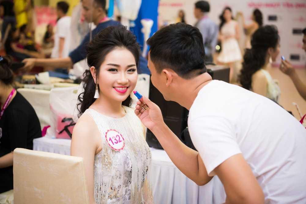 Thi sinh Hoa hau Viet Nam da san sang cho dem chung ket hinh anh 2