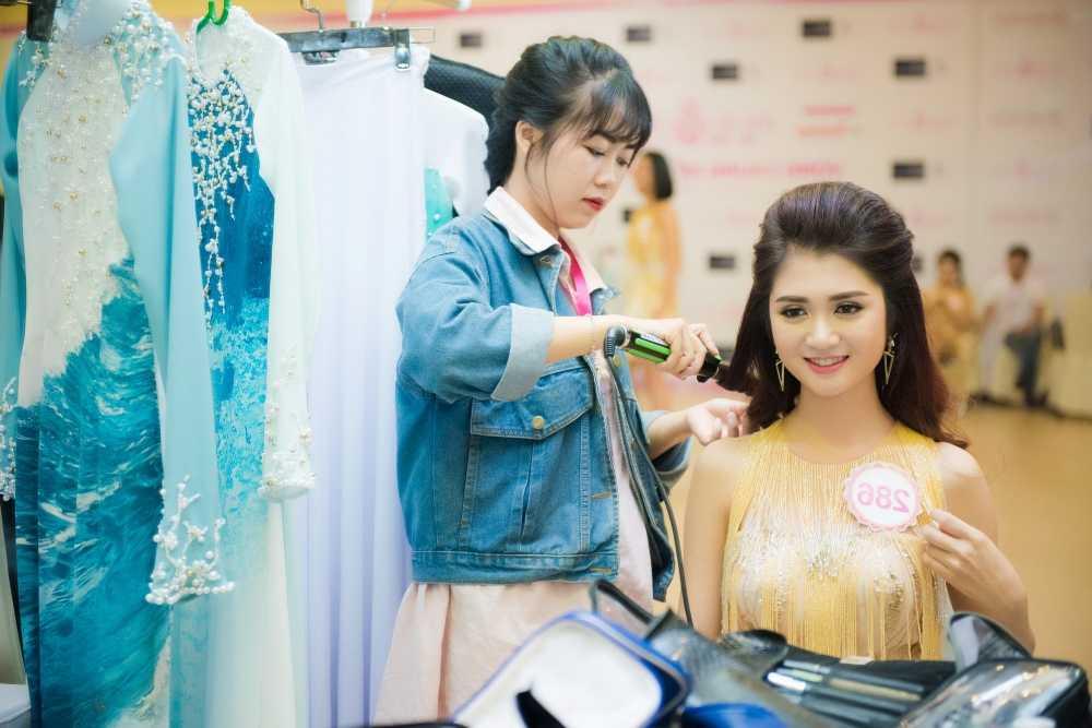Thi sinh Hoa hau Viet Nam da san sang cho dem chung ket hinh anh 4