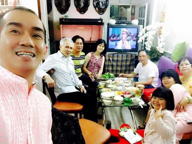Bo Minh Thuan cung nguoi than den benh vien tham con trai hinh anh 4