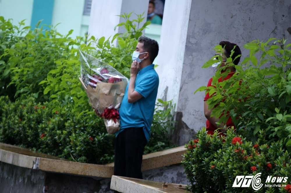 Minh Thuan bat khoc, thich bo hoa Dam Vinh Hung mang toi tang hinh anh 9