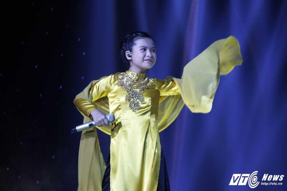 Noo Phuoc Thinh tinh nguyen lam vu cong cho 'co be ban banh bo' hinh anh 10