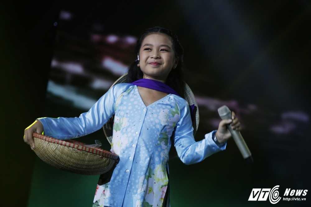 Noo Phuoc Thinh tinh nguyen lam vu cong cho 'co be ban banh bo' hinh anh 24