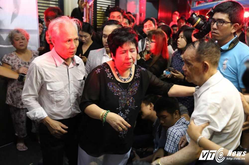 Bo va me nuoi khoc nuc no khi tieng hat cua Minh Thuan cat len hinh anh 18