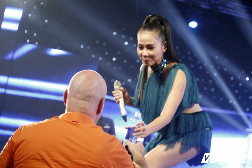 Ong xa Thu Minh ngoi ghe khan gia ung ho Janice Phuong hinh anh 7