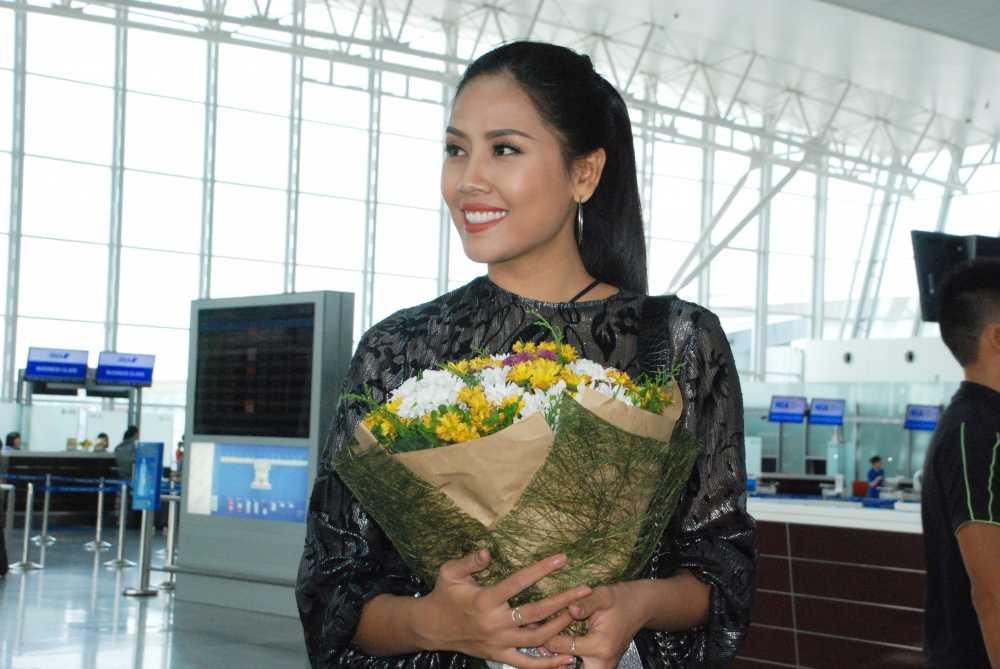 Nguyen Thi Loan rang ro len duong tham du Hoa hau Hoa binh Quoc te 2016 hinh anh 5