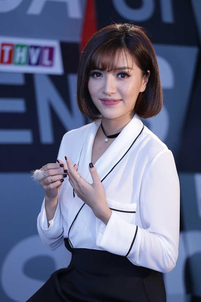 Huong Giang chuyen gioi bi Bich Phuong yeu cau 'hay doi dien voi toa an luong tam' hinh anh 2