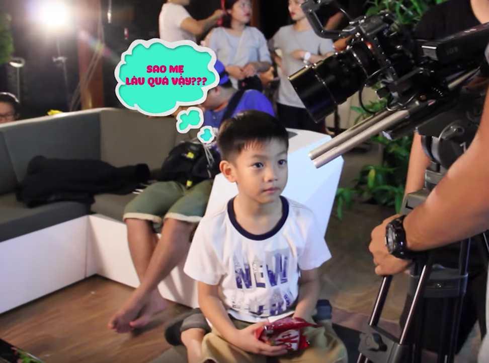 Clip: Con trai bi mat gay bat ngo, Ho Ngoc Ha xuc dong hon Subeo hinh anh 8