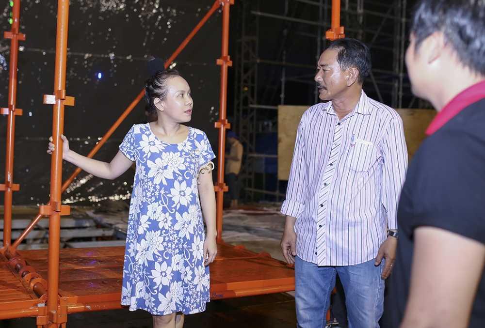 Dan Truong doi mua den tap luyen trong liveshow cua Viet Huong hinh anh 8