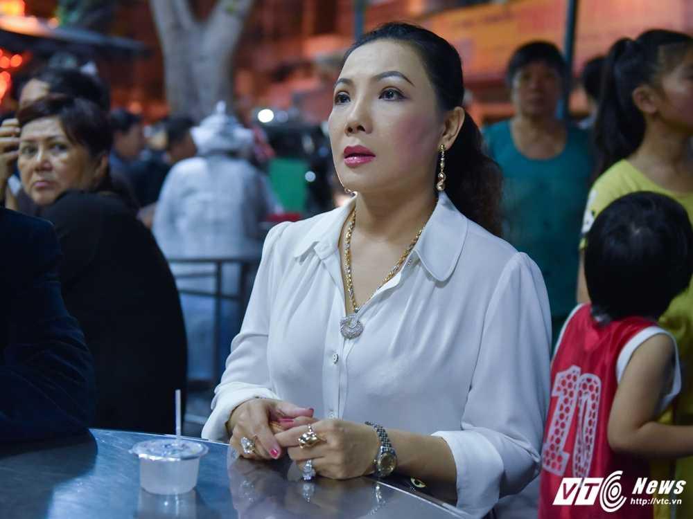 Phi Nhung – Phuong Thanh roi nuoc mat vieng nghe si Ut Bach Lan hinh anh 4