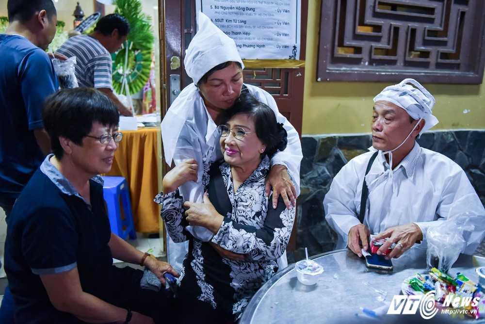 Phi Nhung – Phuong Thanh roi nuoc mat vieng nghe si Ut Bach Lan hinh anh 6