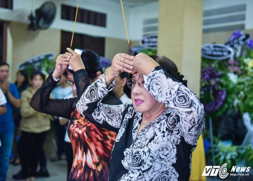 Phi Nhung – Phuong Thanh roi nuoc mat vieng nghe si Ut Bach Lan hinh anh 7