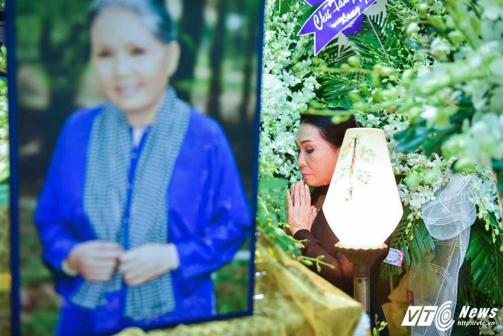Phi Nhung – Phuong Thanh roi nuoc mat vieng nghe si Ut Bach Lan hinh anh 8
