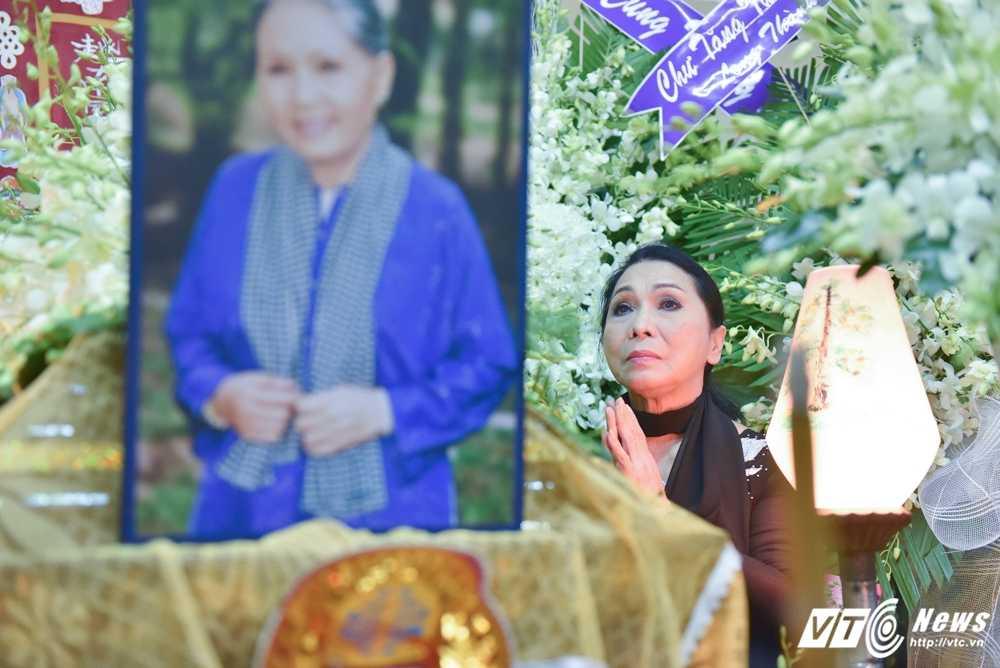 Phi Nhung – Phuong Thanh roi nuoc mat vieng nghe si Ut Bach Lan hinh anh 12