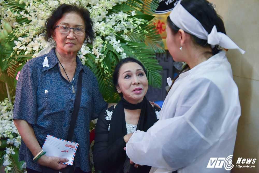 Phi Nhung – Phuong Thanh roi nuoc mat vieng nghe si Ut Bach Lan hinh anh 11