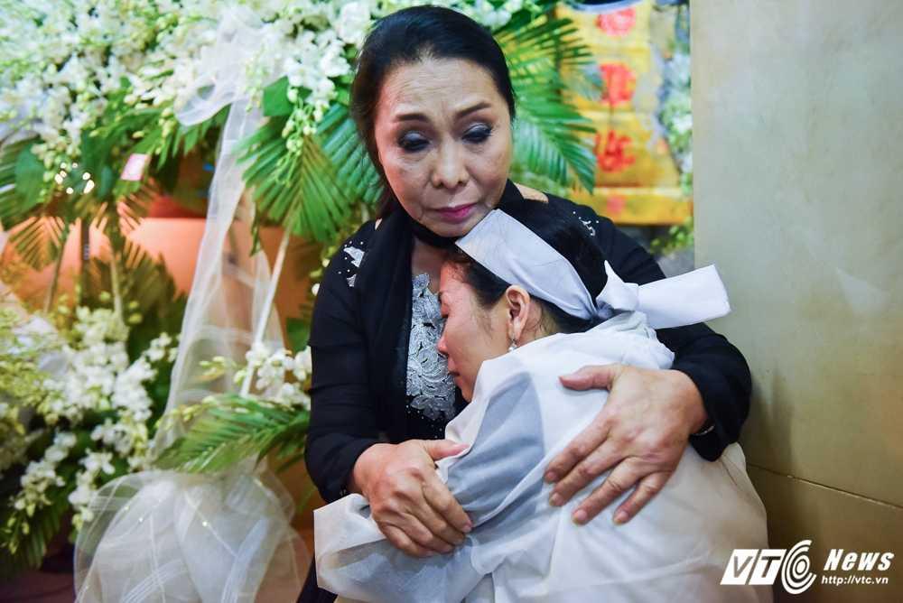 Phi Nhung – Phuong Thanh roi nuoc mat vieng nghe si Ut Bach Lan hinh anh 10