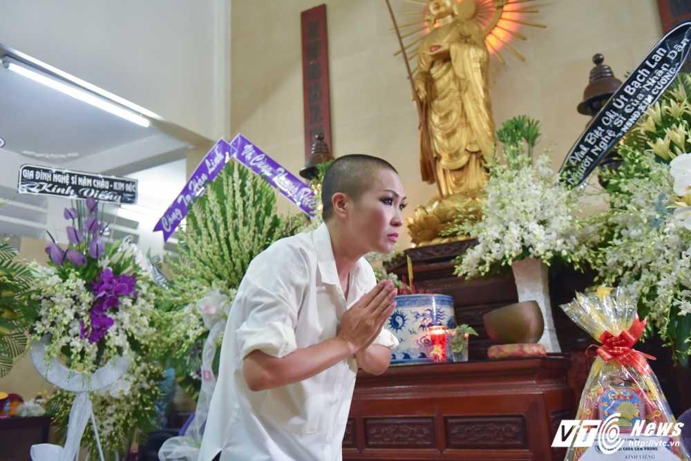 Phi Nhung – Phuong Thanh roi nuoc mat vieng nghe si Ut Bach Lan hinh anh 9