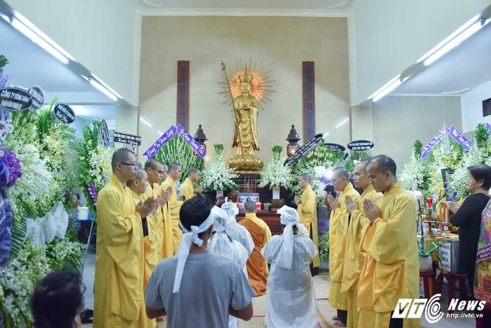Phi Nhung – Phuong Thanh roi nuoc mat vieng nghe si Ut Bach Lan hinh anh 13