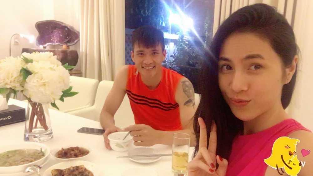 'Tan chay' chung kien khoanh khac Cong Vinh cung chieu Thuy Tien va Banh Gao hinh anh 5
