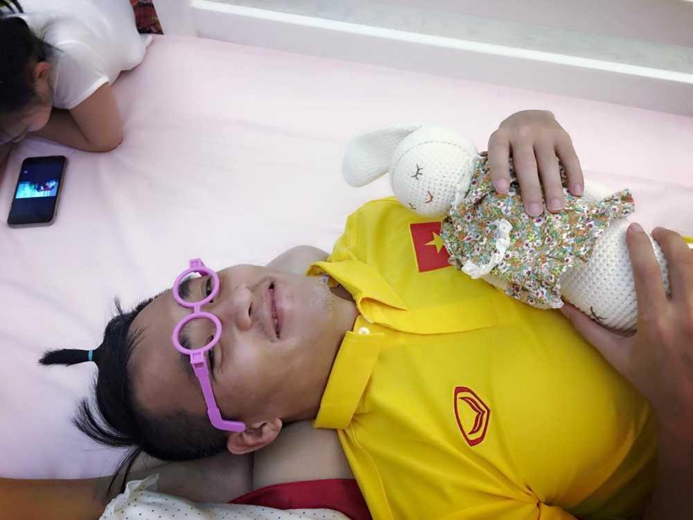 'Tan chay' chung kien khoanh khac Cong Vinh cung chieu Thuy Tien va Banh Gao hinh anh 2