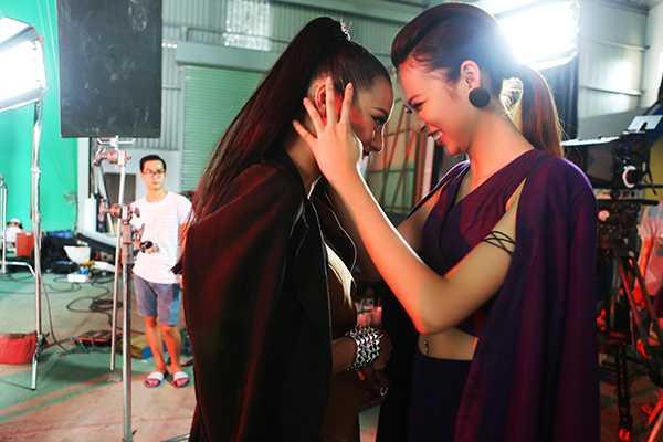 Phi Phuong Anh 'phai long' Lily Nguyen trong hau truong phim ngan hinh anh 3