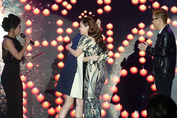 Ha Ho danh tang 'mon qua dac biet' cho Giang Hong Ngoc hinh anh 3