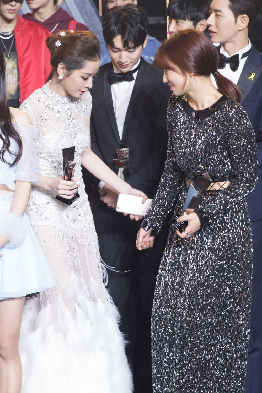 Chi Pu tra loi phong van dai KBS sau chien thang taiAsia Artist Awards 2016 hinh anh 5