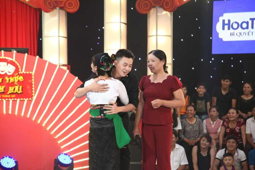 Tran Thanh boi roi khi bi co gai dan toc do loi la 'cha dua tre trong bung' hinh anh 8