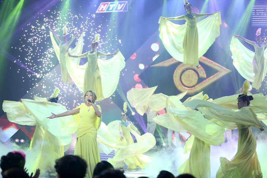 Lieu Ha Trinh, Phung Yen dang quang nguoi dan chuong trinh truyen hinh En Vang 2016 hinh anh 12