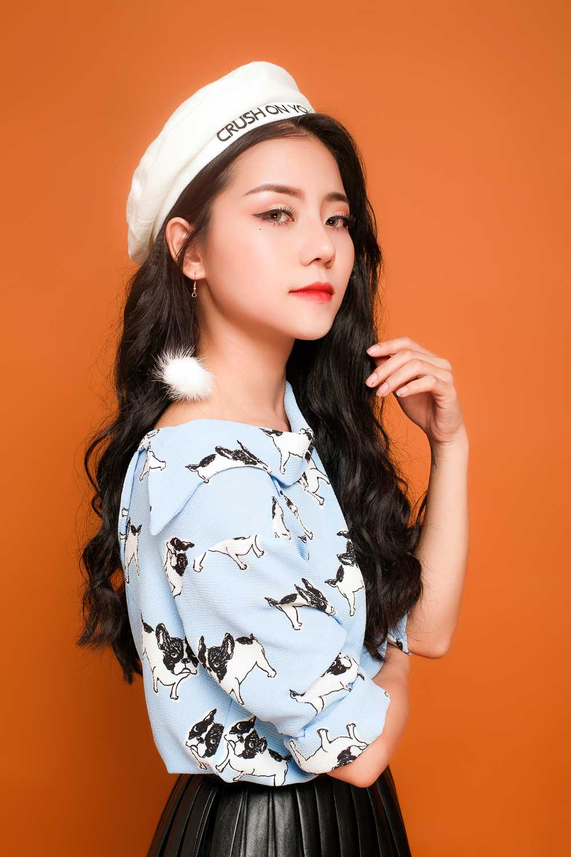 Thu Minh duoc moi len san khau cung thi sinh hat hit 'Dung yeu' hinh anh 1