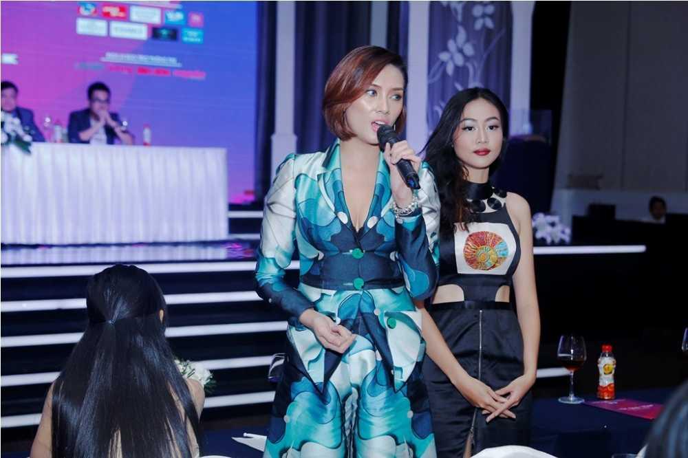 Vo Hoang Yen tai xuat, chi dao catwalk Nu sinh vien Viet Nam duyen dang 2016 hinh anh 2