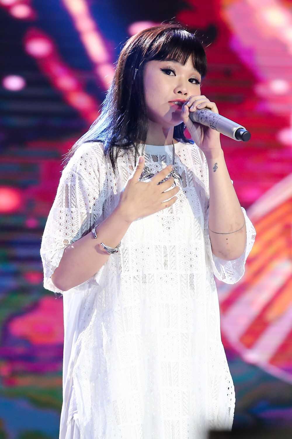 Sing my song: Giong ca 'Bon chu lam' dao loi lan phong cach bieu dien cua nghe si Trung Quoc hinh anh 1