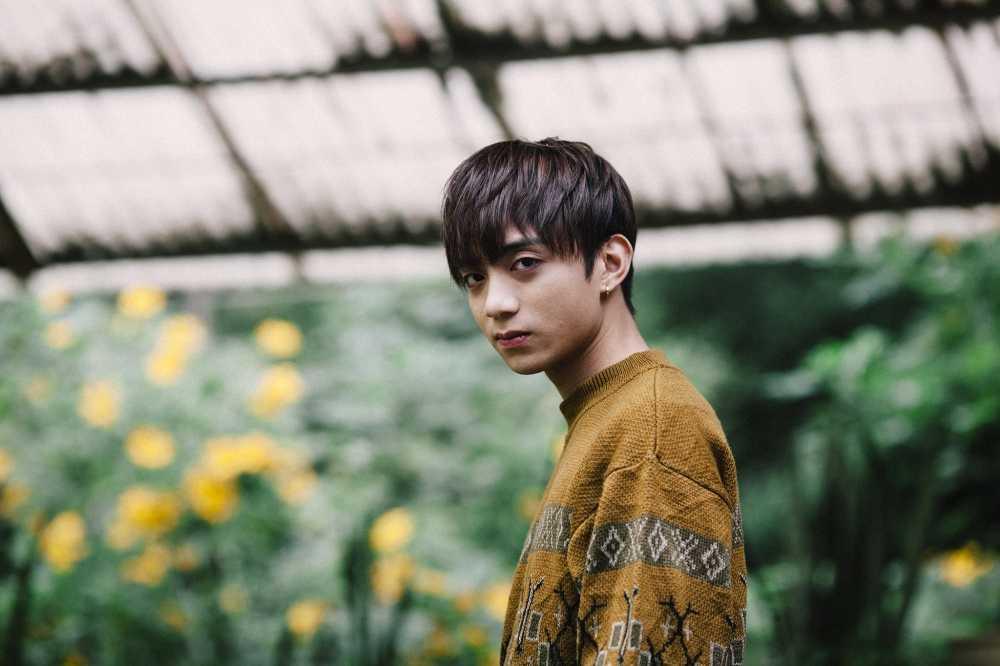 Soobin Hoang Son buon ba, bat khoc trong MV 'Phia sau mot co gai' hinh anh 2