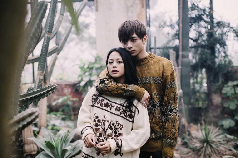 Soobin Hoang Son buon ba, bat khoc trong MV 'Phia sau mot co gai' hinh anh 3