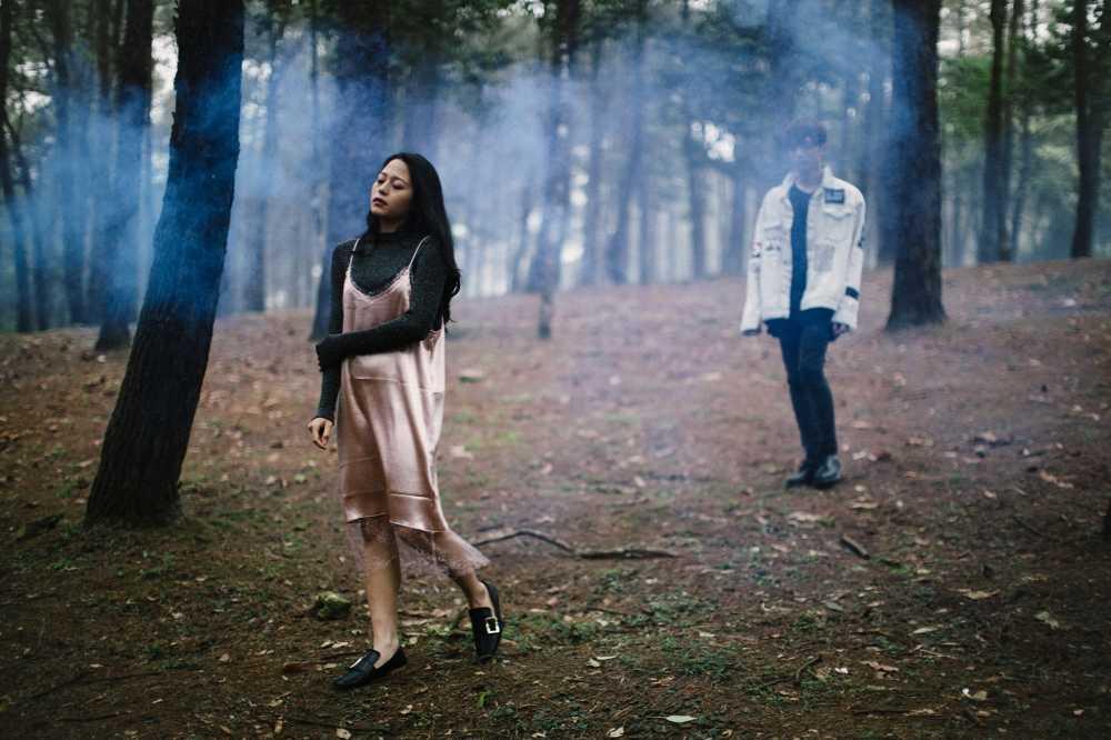 Soobin Hoang Son buon ba, bat khoc trong MV 'Phia sau mot co gai' hinh anh 4