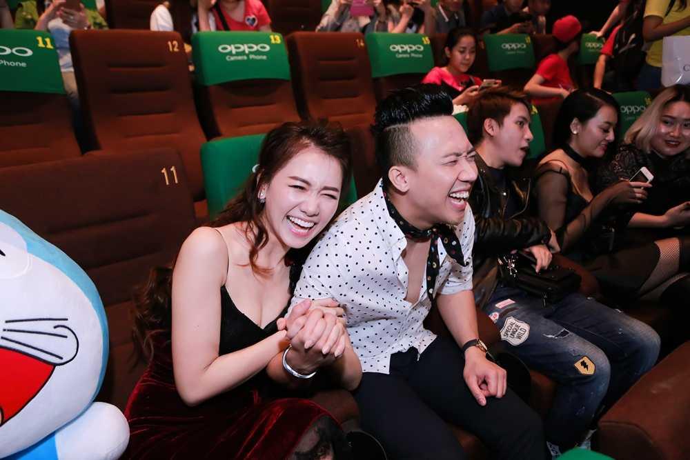 Tran Thanh – Hari Won di thu do cuoi, xac nhan hon le ngay 25/12 hinh anh 4