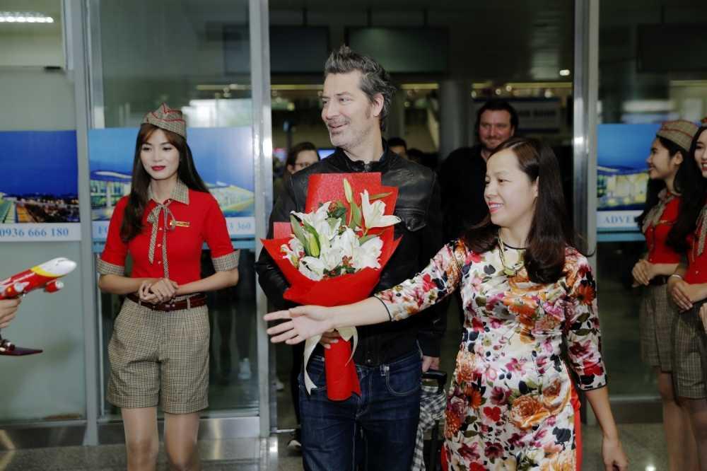 Michael Learns to Rock va Wonder Girls bat ngo xuat hien tai san bay Tan Son Nhat hinh anh 1