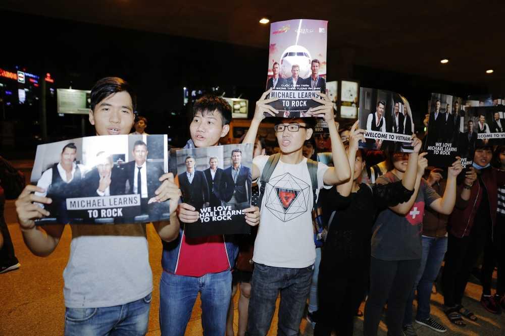 Michael Learns to Rock va Wonder Girls bat ngo xuat hien tai san bay Tan Son Nhat hinh anh 5