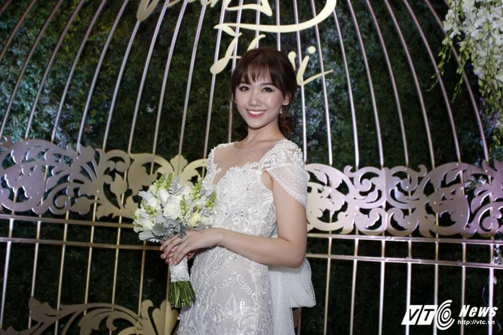 Tran Thanh om chat, dam duoi ngam Hari Won trong le cuoi hinh anh 1