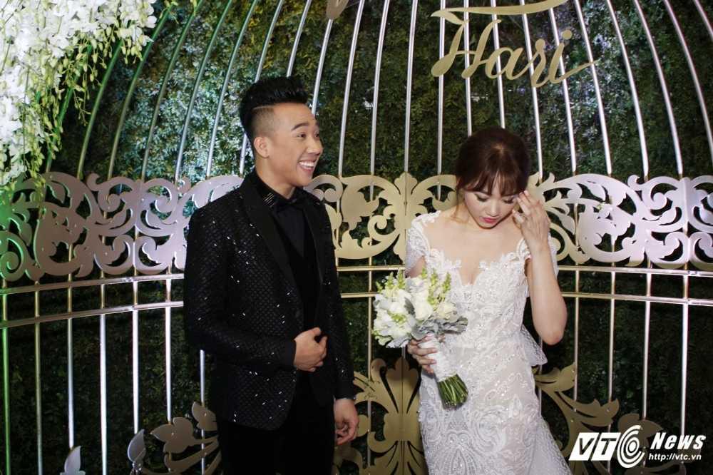 Tran Thanh om chat, dam duoi ngam Hari Won trong le cuoi hinh anh 3