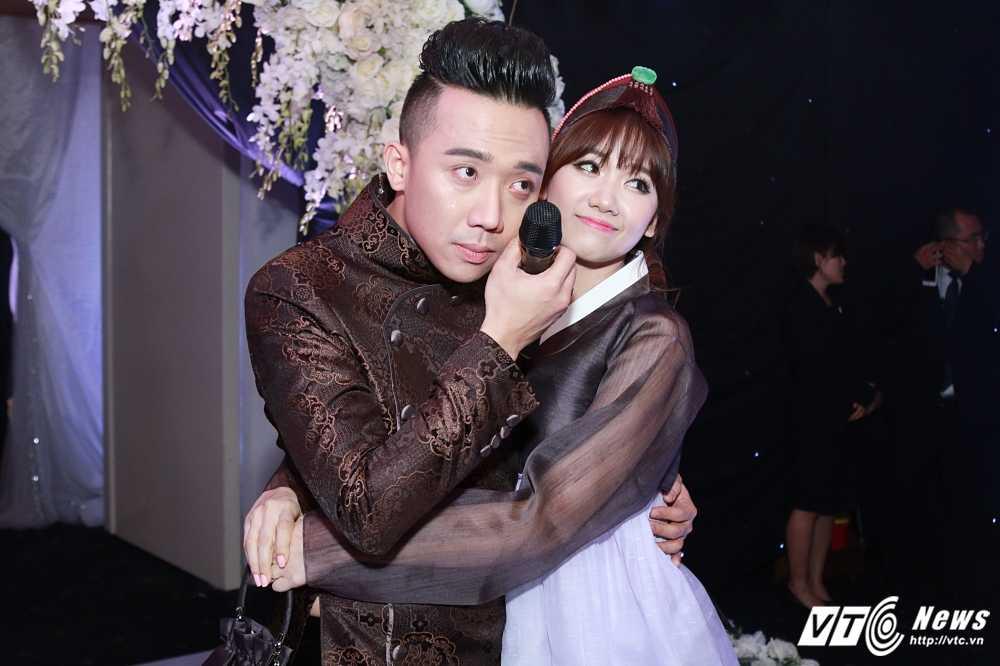 Tran Thanh - Hari Won bi Van Son ep hon den 'kiet suc' hinh anh 2