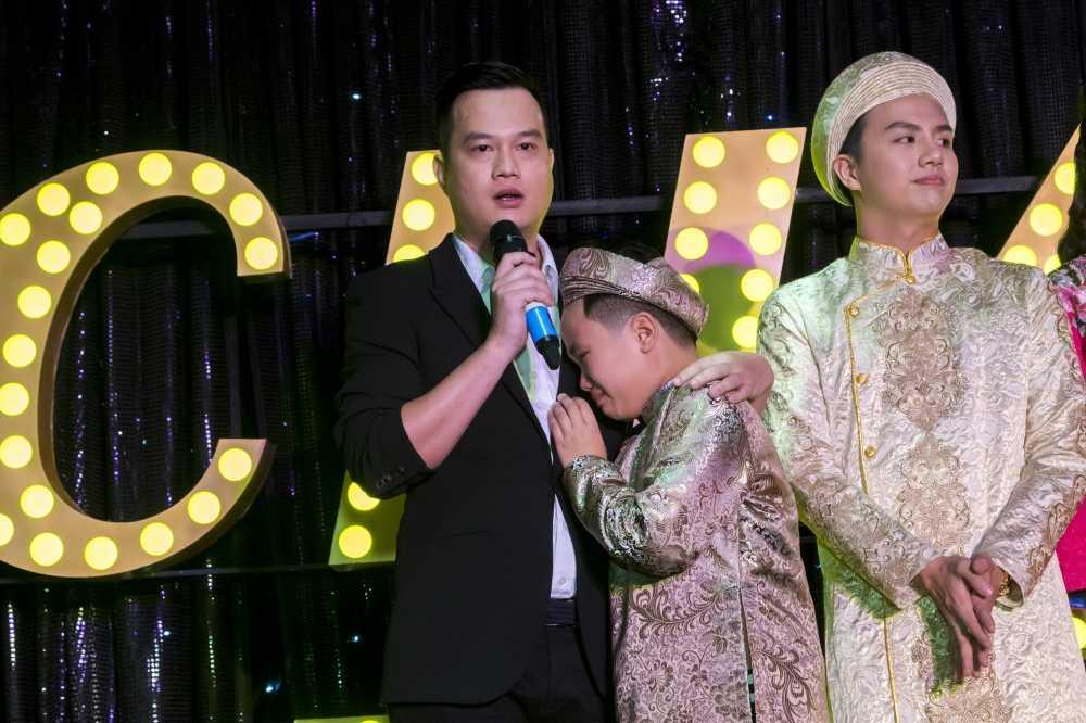 'Con trai' Diem My 9x va Hua Vi Van khoc vi khong duoc xem phim minh dong hinh anh 2