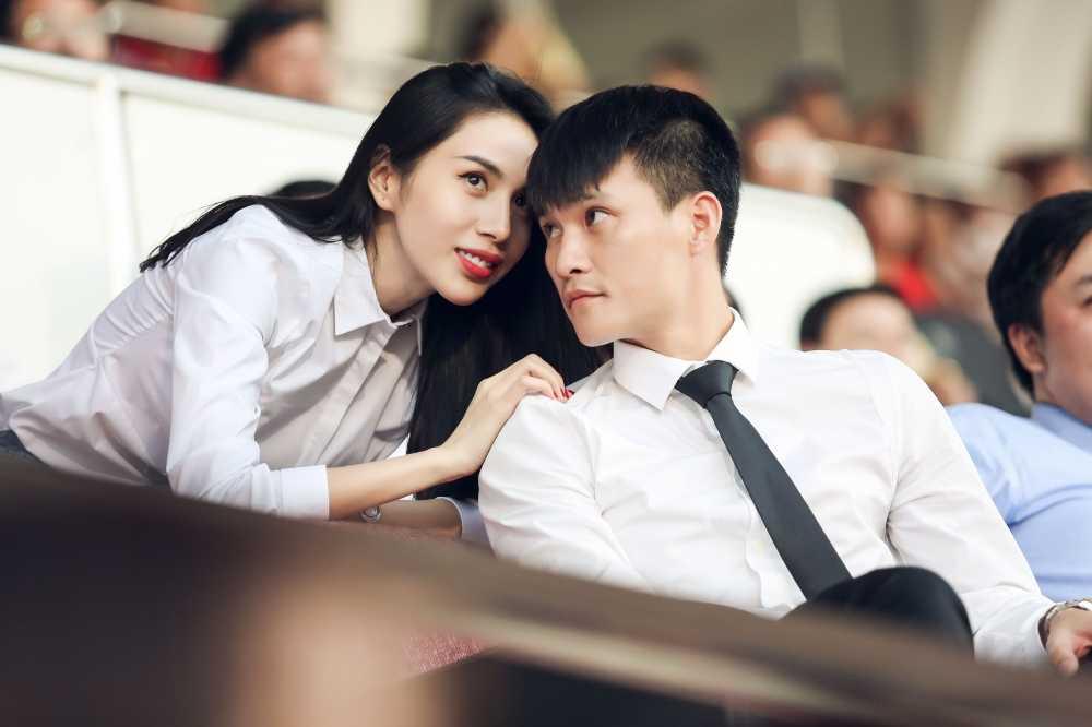Nhung lan dang dan benh Cong Vinh gay tranh cai cua Thuy Tien hinh anh 11