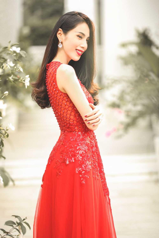 Nhung lan dang dan benh Cong Vinh gay tranh cai cua Thuy Tien hinh anh 4