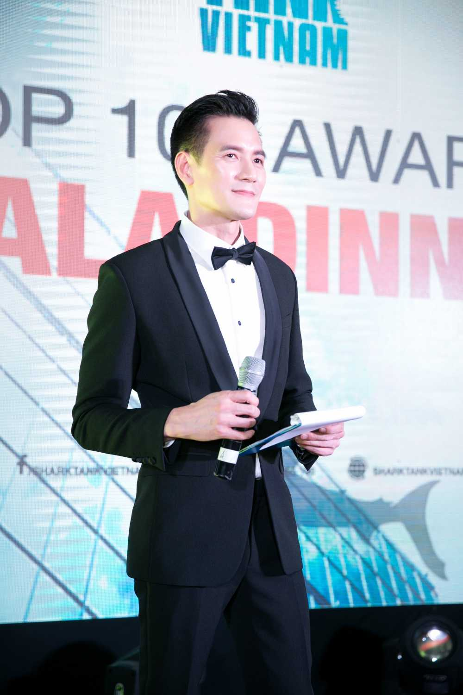 Nguyen Cao Ky Duyen am tham den co vu cho ban trai lan dau lam MC hinh anh 5