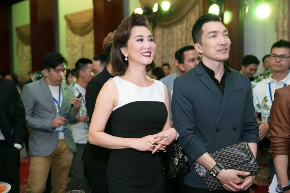 Nguyen Cao Ky Duyen am tham den co vu cho ban trai lan dau lam MC hinh anh 2
