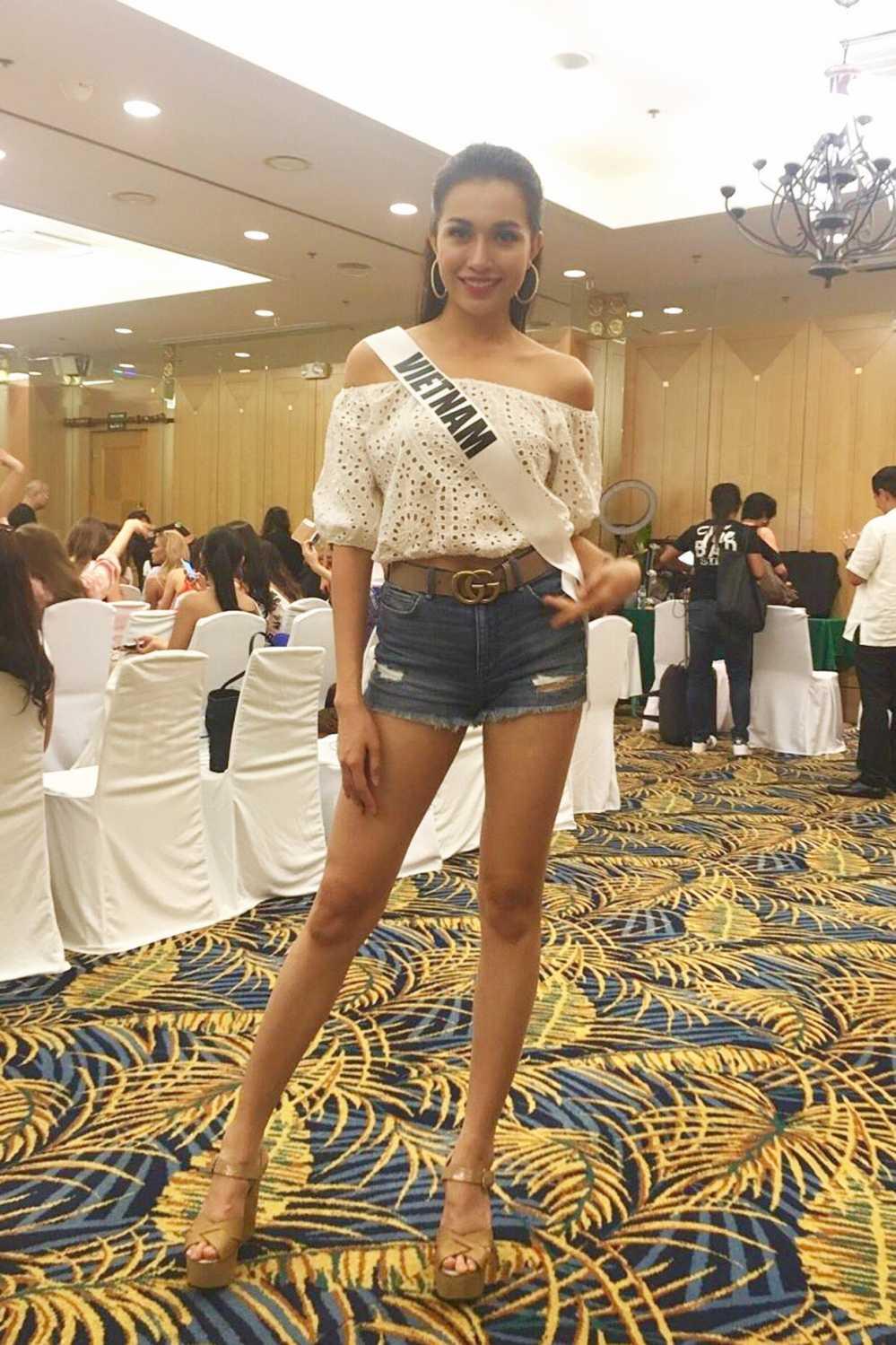 Le Hang duoc khan gia Viet khen ngoi sau su co catwalk tai Miss Universe hinh anh 7